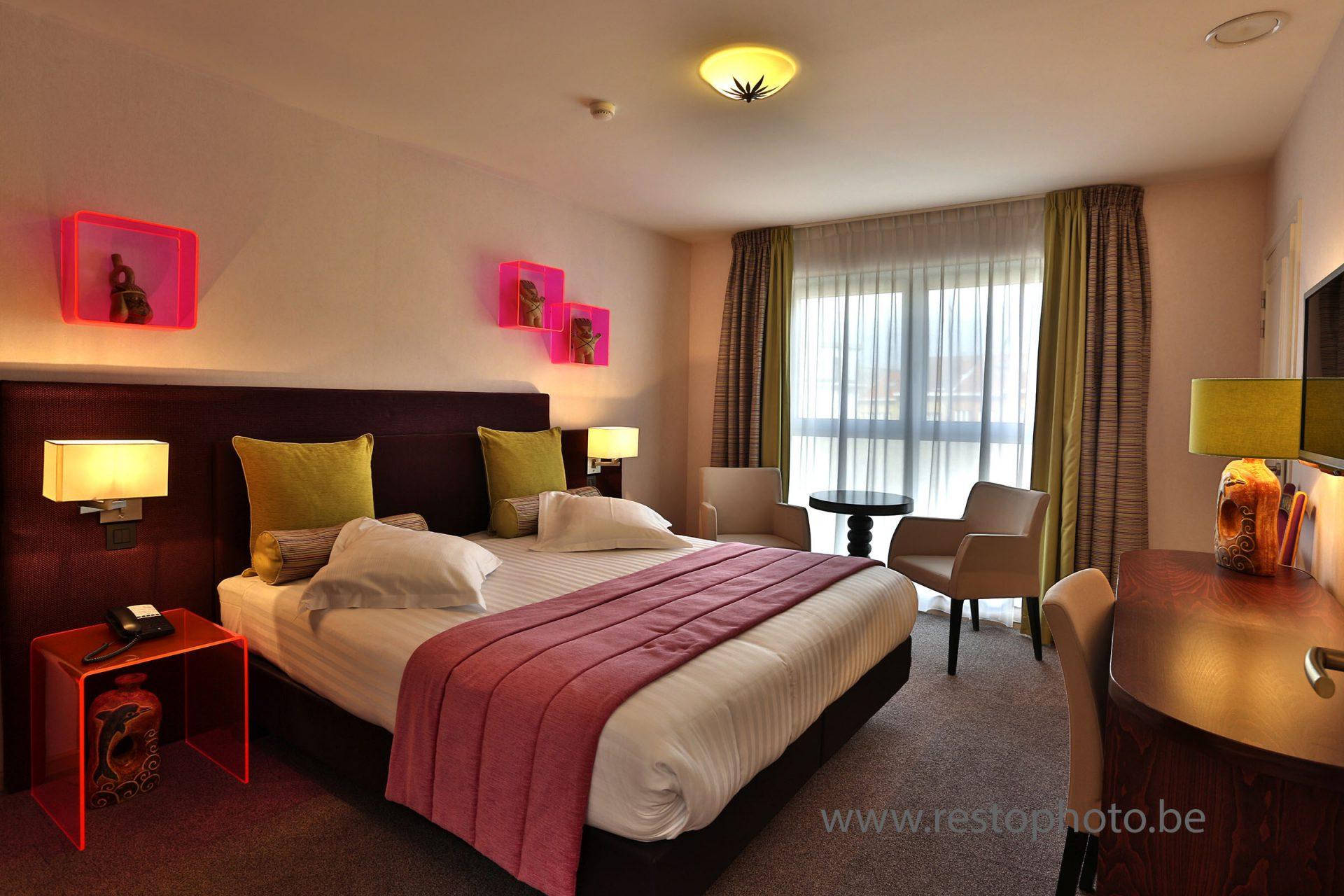 chambre d'hôtel: décoration tons roses